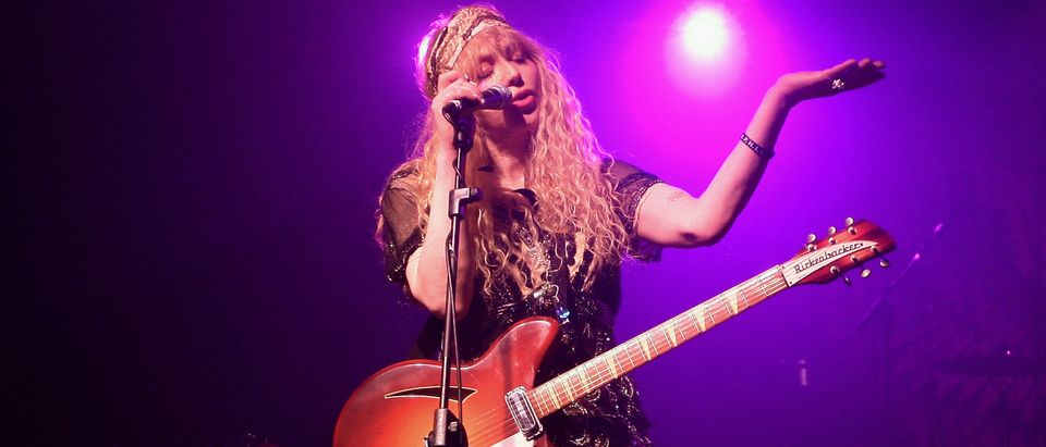 Hole Perform In Milan