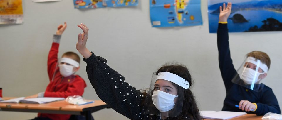 TOPSHOT-FRANCE-HEALTH-VIRUS-EDUCATION