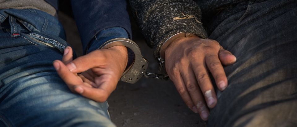 TOPSHOT-US-MEXICO-BORDER-IMMIGRATION-ARREST