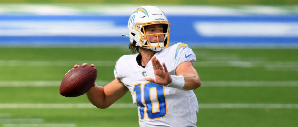INGLEWOOD, CALIFORNIA - SEPTEMBER 20: Justin Herbert #10 of the Los Angeles Chargers passes during a 23-20 loss to the Kansas City Chiefs at SoFi Stadium on September 20, 2020 in Inglewood, California. (Photo by Harry How/Getty Images)