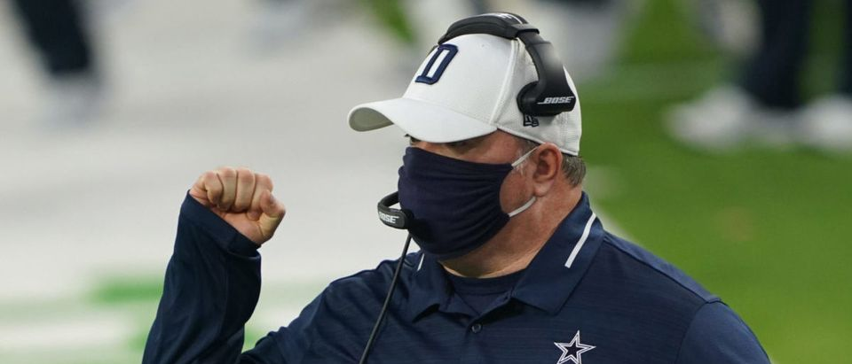 Sep 13, 2020; Inglewood, California, USA; Dallas Cowboys head coach Mike McCarthy reacts against the Los Angeles Rams during the first half at SoFi Stadium. Mandatory Credit: Kirby Lee-USA TODAY Sports via Reuters