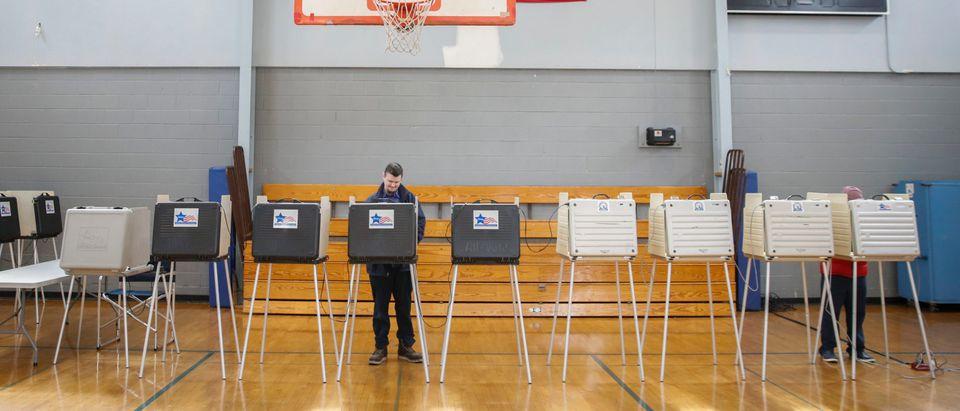 US-politics-Chicago-election-social-vote