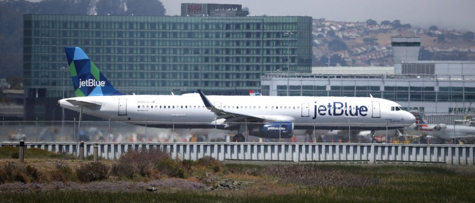 JetBlue Airways Forecasts Third Quarter Earnings Drop Of 80 Percent