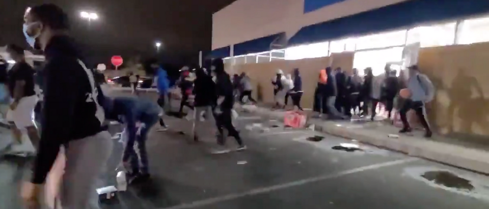 Looters broke into businesses in Philadelphia, Pennsylvania Tuesday evening. (Screenshot Twitter Jorge Ventura)