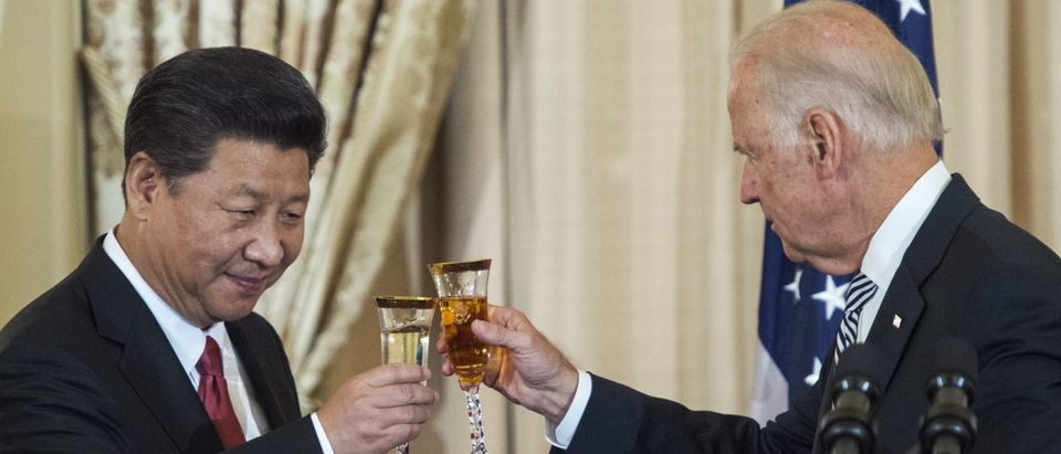 US Vice President Joe Biden and Chinese President Xi Jinping toast during a State Luncheon for China hosted by US Secretary of State John Kerry on September 25, 2015 at the Department of State in Washington, DC. (PAUL J. RICHARDS/AFP via Getty Images)