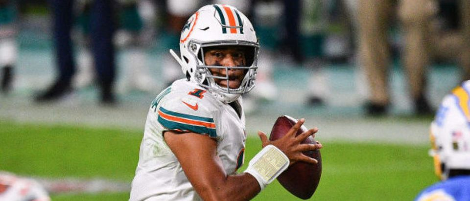 MIAMI GARDENS, FLORIDA - NOVEMBER 15: Tua Tagovailoa #1 throws a touchdown pass to Durham Smythe #81 of the Miami Dolphins against the Los Angeles Chargers during the second half at Hard Rock Stadium on November 15, 2020 in Miami Gardens, Florida. (Photo by Mark Brown/Getty Images)