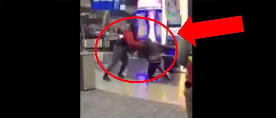 Las Vegas Airport Fight (Credit: Screenshot/Twitter Video https://twitter.com/LasVegasLocally/status/1324167859904208896)