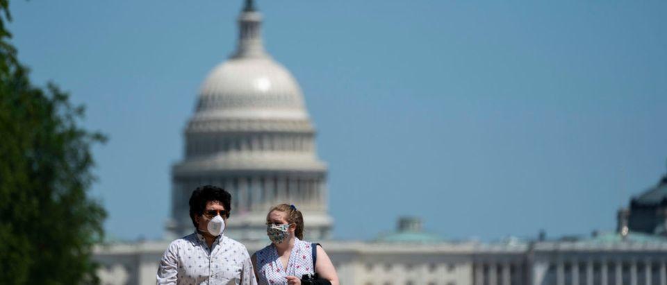 Washington, D.C. Resident Enjoy Warm Weather Weekend