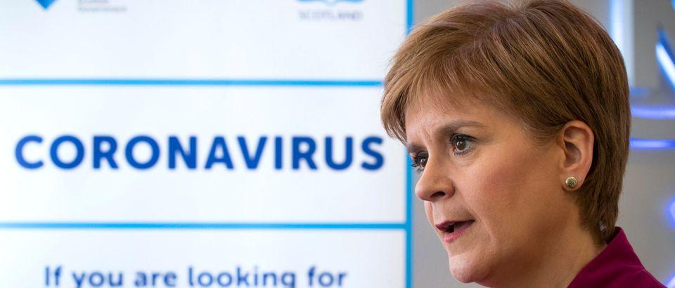 FM Sturgeon Visits An NHS Call Centre To Thank Staff
