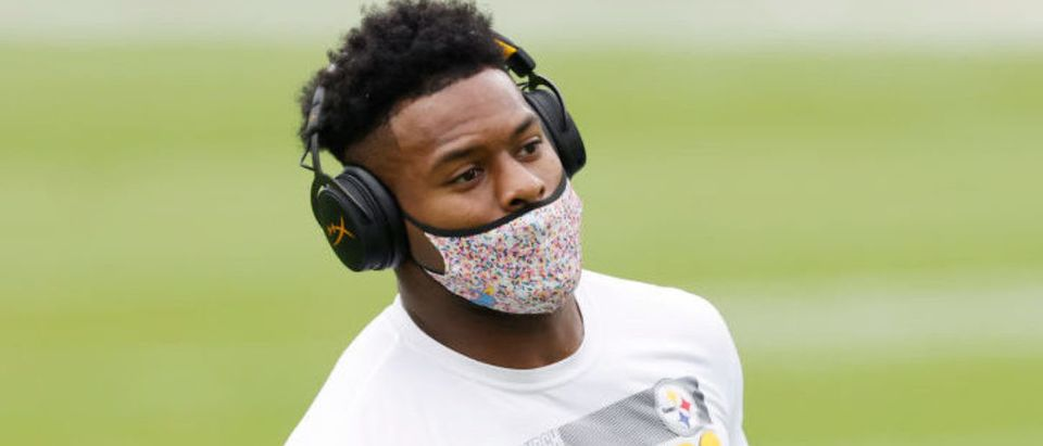JACKSONVILLE, FLORIDA - NOVEMBER 22: JuJu Smith-Schuster #19 of the Pittsburgh Steelers runs a drill during warmups before the game against the Jacksonville Jaguars at TIAA Bank Field on November 22, 2020 in Jacksonville, Florida. (Photo by Michael Reaves/Getty Images)
