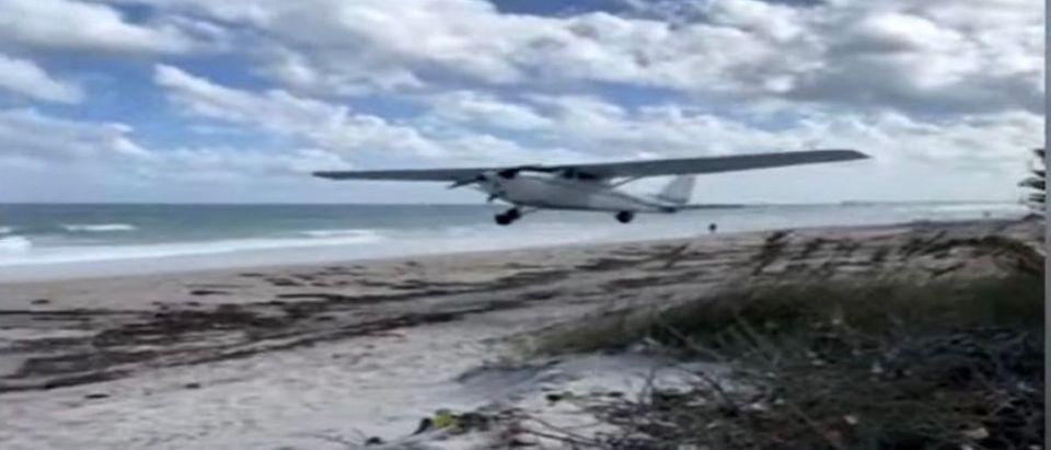 Plane_Emergency_Landing