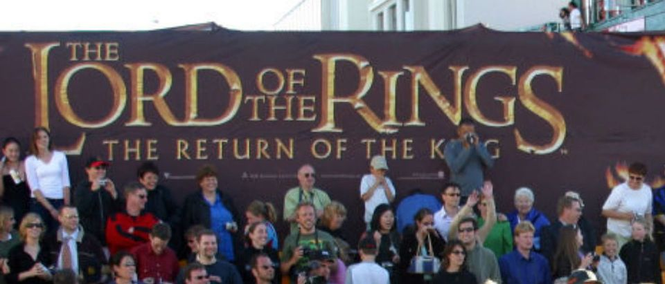 """WELLINGTON, NEW ZEALAND - DECEMBER 1: Lord of the Rings stars and crew gather with New Zealand Prime Minister Helen Clark (5th-R, grey shawl) and Mayor of Wellington City Kerry Prendergast (4th-R, red shawl) during the world premiere of the film, """"Lord of the Rings - Return of the King"""" at the Embassy Theatre December 1, 2003 in Wellington, New Zealand. (Photo by Dean Treml/Getty Images)"""