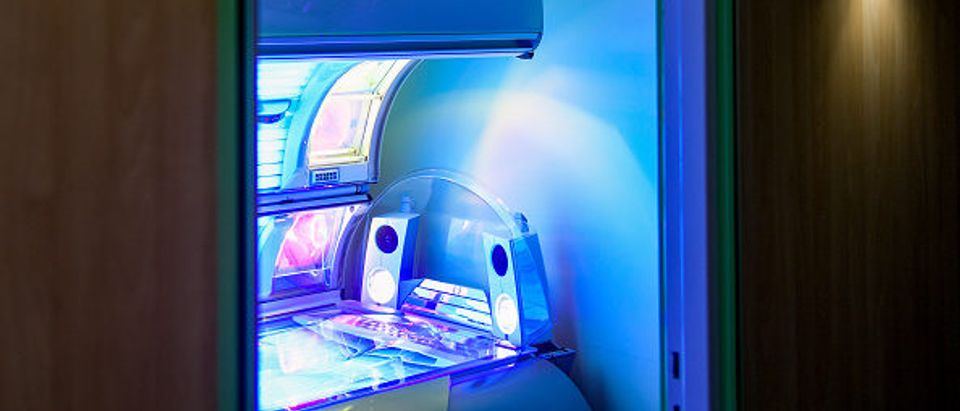 Tanning bed. Photo by Axel Heimken. Getty.