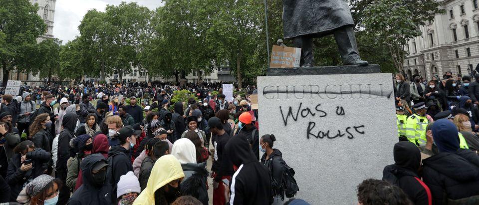 TOPSHOT-BRITAIN-US-RACISM-UNREST-FLOYD