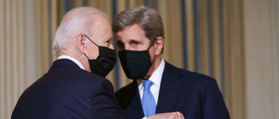 TOPSHOT-US-POLITICS-BIDEN-CLIMATE
