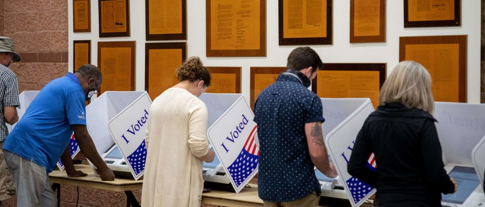 TOPSHOT-US-VOTE-POLLS