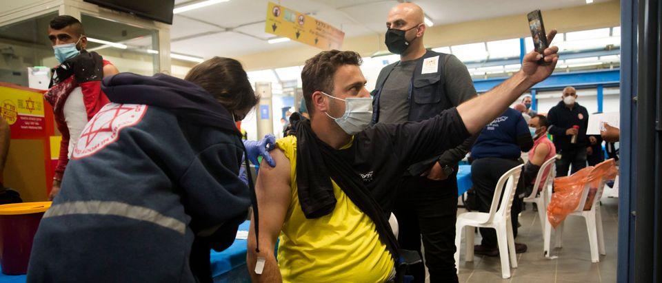 Israel Begins Vaccinating Some Palestinian Workers