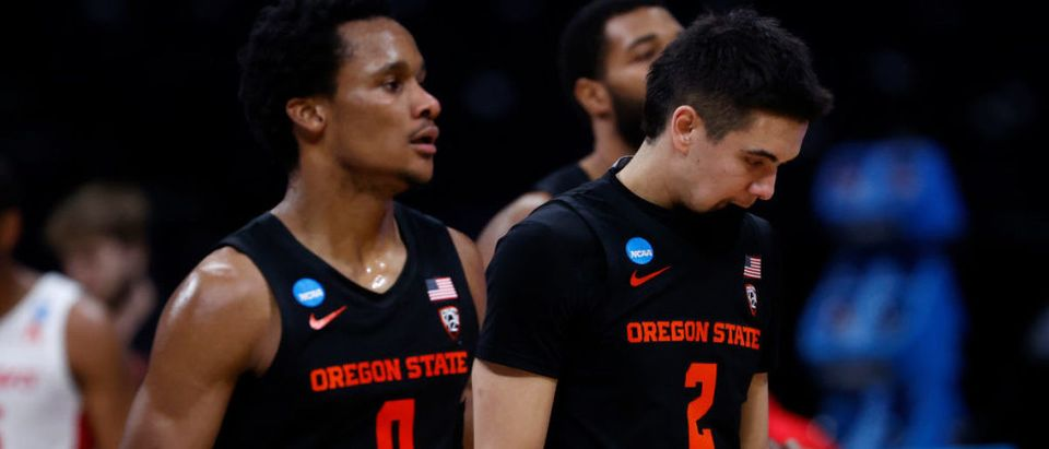 INDIANAPOLIS, INDIANA - MARCH 29: Jarod Lucas #2 of the Oregon State Beavers reacts against the Houston Cougars during the second half in the Elite Eight round of the 2021 NCAA Men's Basketball Tournament at Lucas Oil Stadium on March 29, 2021 in Indianapolis, Indiana. (Photo by Jamie Squire/Getty Images)