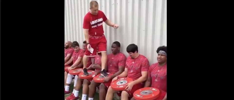 Ragin' Cajuns (Credit: Screenshot/Twitter Video https://twitter.com/SportsCenter/status/1366185482883891201)