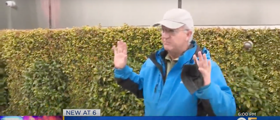 KPIX 5 Reporter Dan Ford re-enacts the robbery he experienced [Youtube/Screenshot/Public User KPIX 5]
