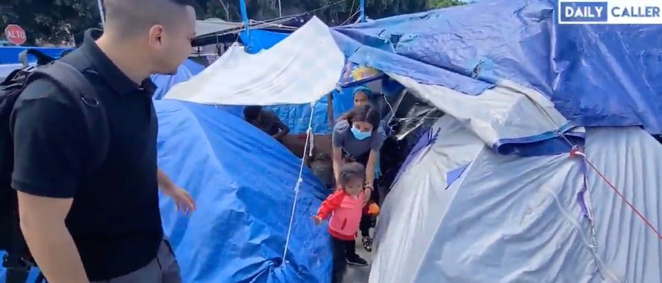 A makeshift migrant camp in Tijuana, Mexico where more than 1,000 migrants awaiting asylum are residing [Twitter:Screenshot:Jorge Ventura]