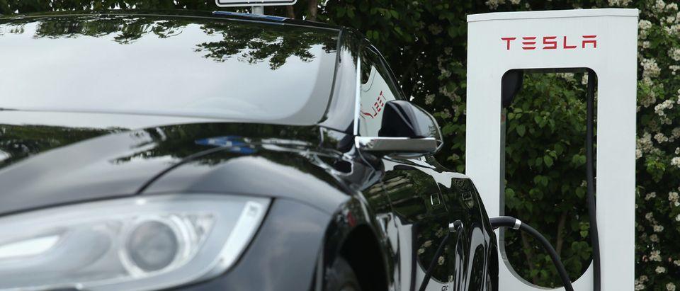 Driverless Tesla Crash Kills Two Men In Texas, Police Say