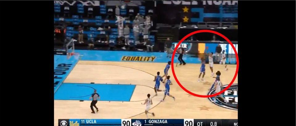 Gonzaga, UCLA (Credit: Screenshot/Twitter Video https://twitter.com/BleacherReport/status/1378545931671367680)