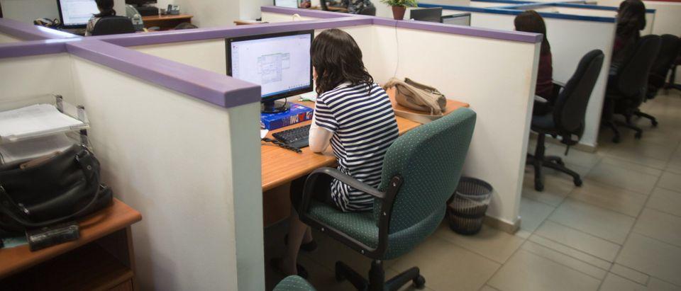 ISRAEL-JUDAISM-TECHNOLOGY-WOMEN
