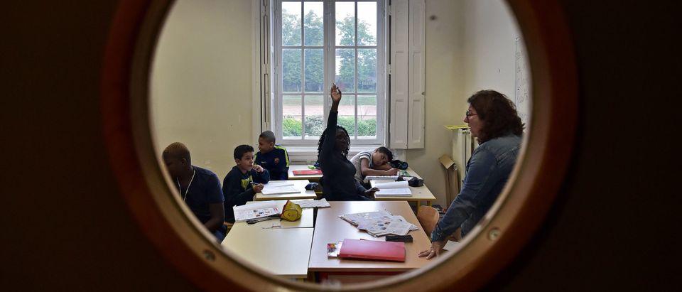 TOPSHOT-FRANCE-EDUCATION-HIGH SCHOOL-FAMILY-SOCIAL