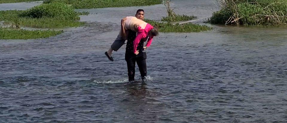 Venezuelan Migrant Crosses Rio Grande River