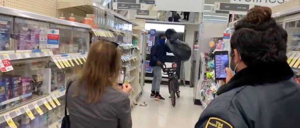 A man steals items from a San Francisco Walgreens[Twitte:Screenshot:Lyanne Melendez]