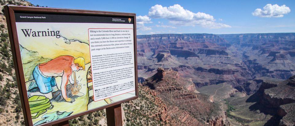 Grand Canyon sign warns of hiking dangers