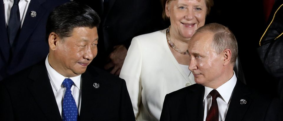 Russia, China Agree To Extend 20-Year 'Treaty Of Friendship'