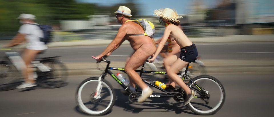 FRANCE-ENVIRONMENT-CYCLONUDISTA-CYCLING