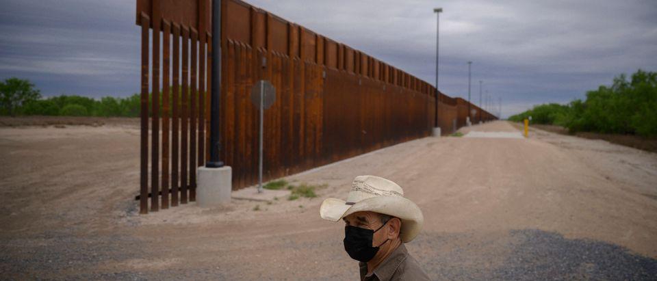 TOPSHOT-US-MEXICO-IMMIGRATION-POLITICS