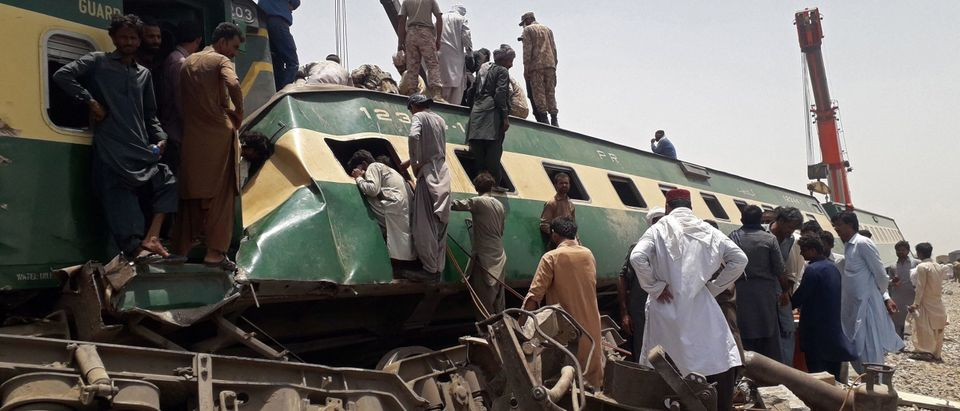 TOPSHOT-PAKISTAN-TRAIN-ACCIDENT
