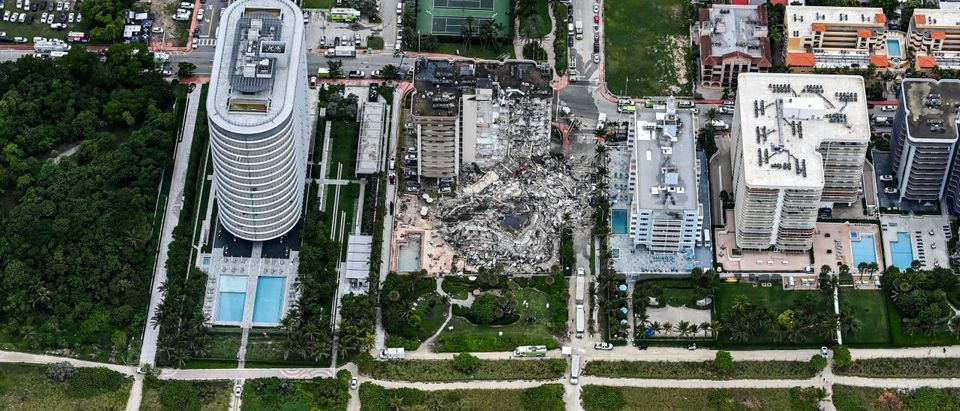 TOPSHOT-US-COLLAPSE-BUILDING