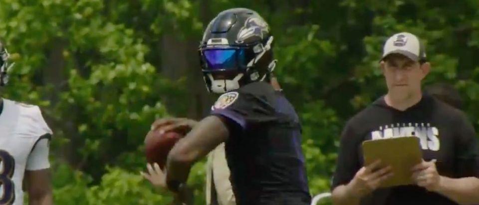 Lamar Jackson (Credit: Screenshot/Twitter Video https://twitter.com/Ravens/status/1400150630820368390)