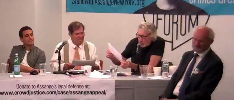 Pink Floyd's Roger Waters speaks out against Facebook at a pro-Julian Assange meeting [Twitter:Screenshot:La Jornada]