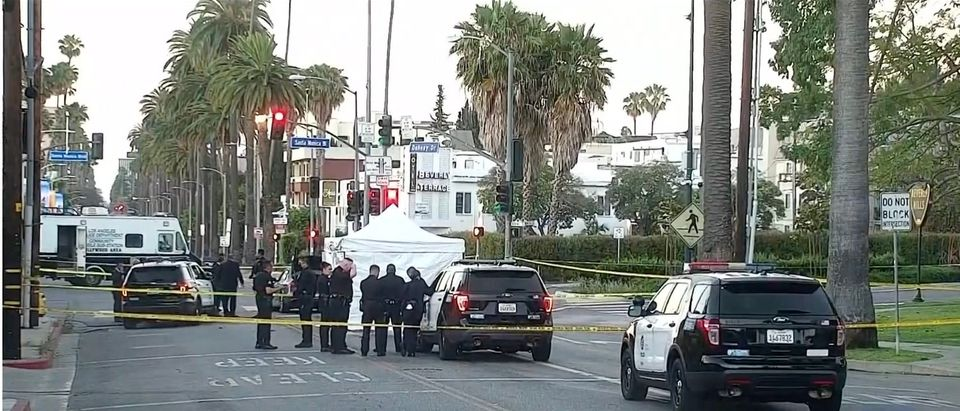 Hollywood Hills robbery kills one, injures four others