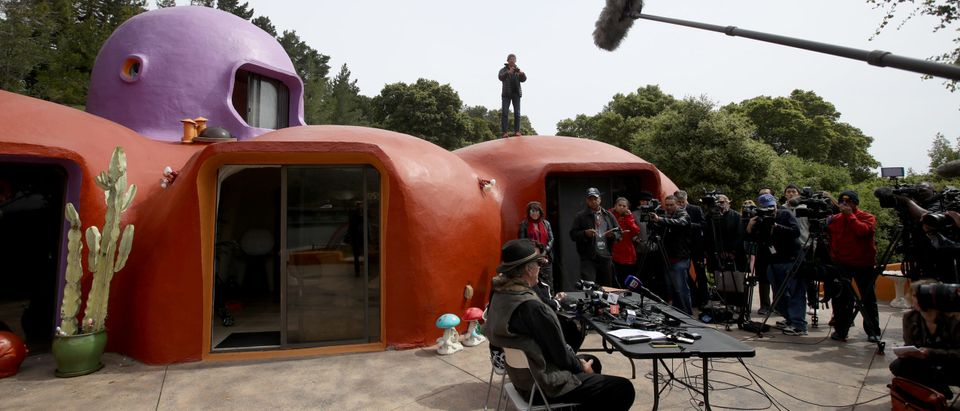 """Owners Of """"Flintstones"""" Themed House In California In Legal Fight With Town Over Construction Permits"""