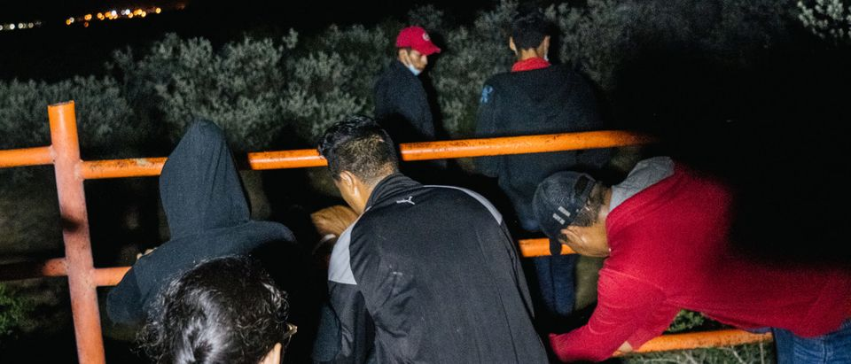 Migrants Continue To Cross Into Texas Despite Heat And Patrols