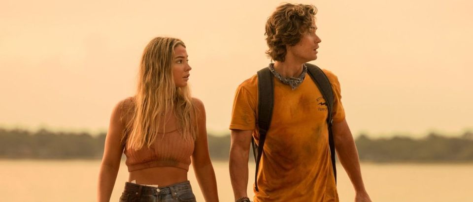 OUTER BANKS (L to R) MADELYN CLINE as SARAH CAMERON and CHASE STOKES as JOHN B in episode 204 of OUTER BANKS Cr. JACKSON LEE DAVIS/NETFLIX © 2021