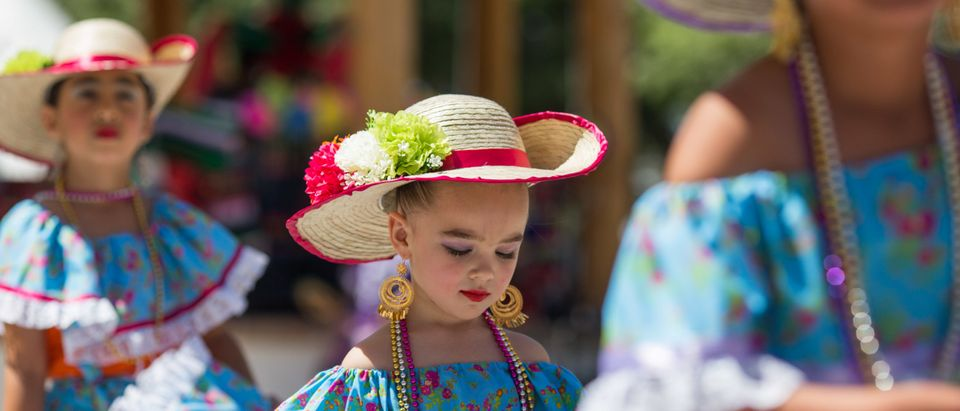 Ballet Folklorico dancers perform during the Cinco De Mayo Fiesta on the plaza in Mesilla, New Mexico, May 07, 2017. / AFP PHOTO / PAUL RATJE ( PAUL RATJE/AFP via Getty Images)