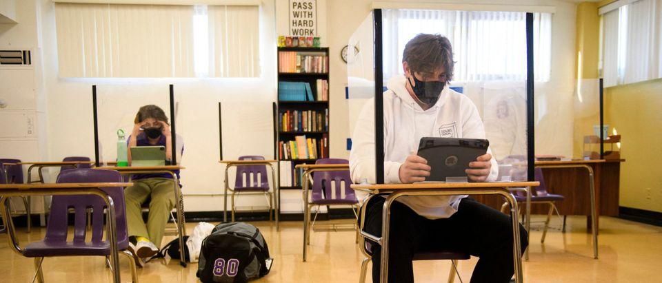 US-HEALTH-VIRUS-SCHOOL