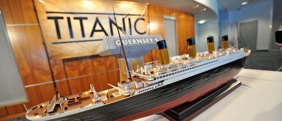 Titanic, Sinking, Iceberg, Collapse, Injury, Museum