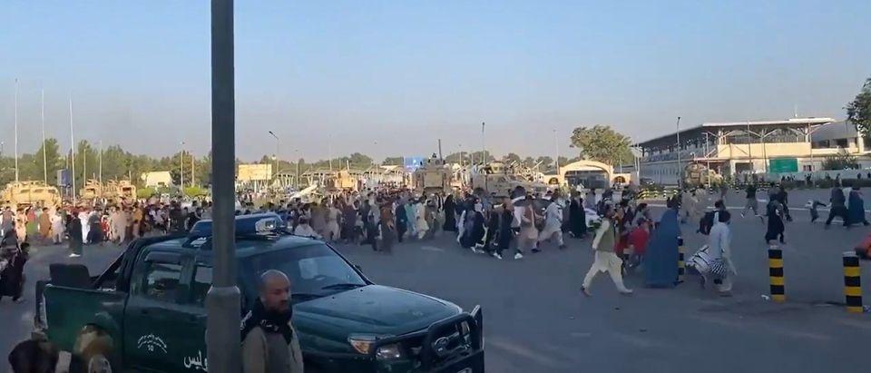 Afghanis Sprint Towards Airport https://twitter.com/JawadSukhanyar/status/1427087901511278592