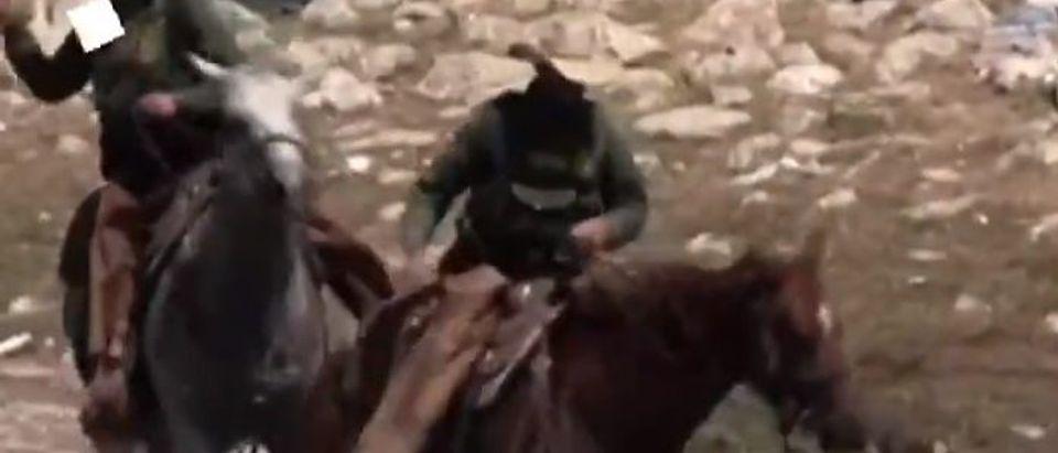 Border Patrol agents in Del Rio, Texas herd migrants [Twitter Screenshot Al Jazeera]