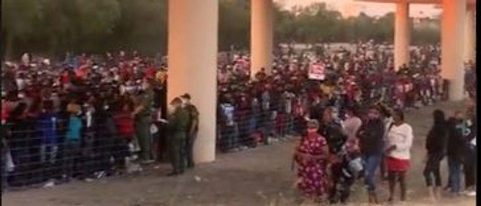 Border crisis in Del Rio, Texas [Twitter Screenshot Bill Melugin]