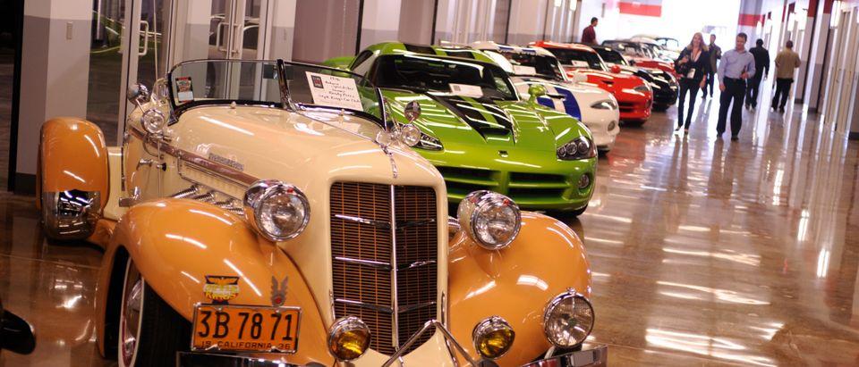 Cars_drive_hall